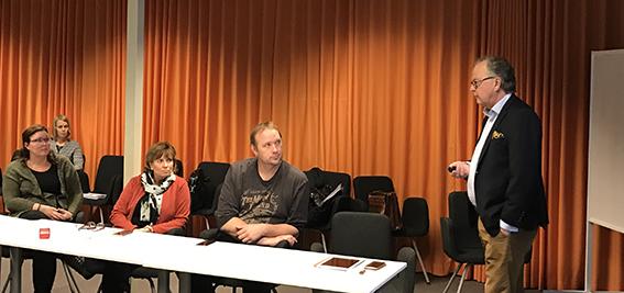 Artikelförfattaren Örjan Larsson vid Blue Institute under en föreläsning inom Tillväxtverkets satsning Digilyftet.