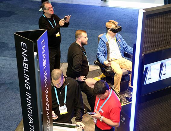 Oryx med simulator på plats i Ericssons monter i Las Vegas.